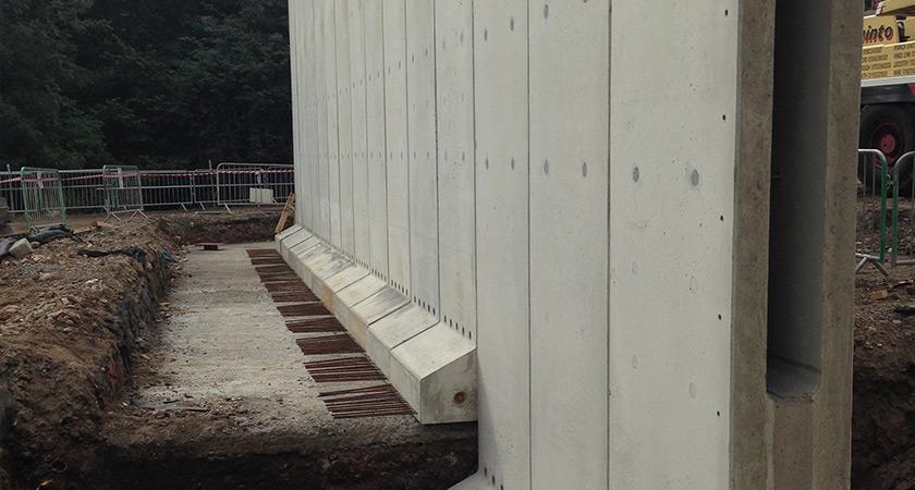 Precast Retaining Wall - Shuttabloc install