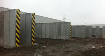 Concrete dividing walls