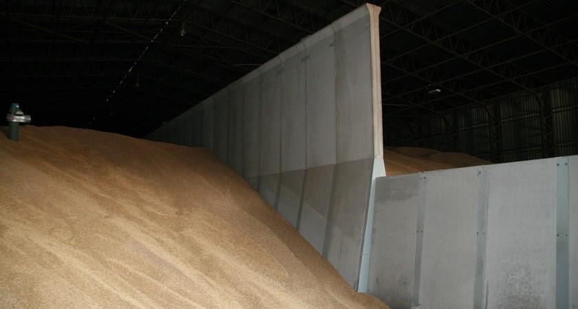 Concrete Push Wall Design : Ww aircraft hanger becomes grain store using concrete