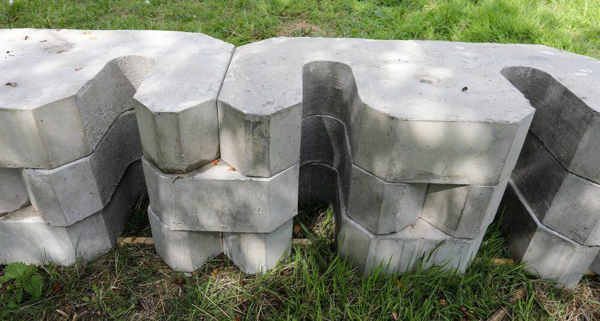 Aquacast concrete flood defence system
